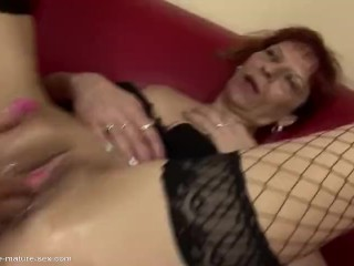 Peeing on mummy from stepdaughter