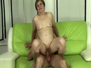 Ginger-haired grandma gets deep pounded