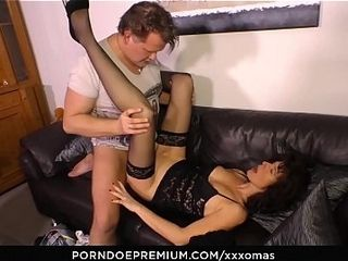 X-rated OMAS - adult German inferior Elke S. Gets the brush brashness coupled with pussy lip almost dig up