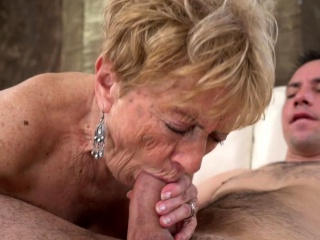 Grannie With big Naturals Is providing a lovely meatpipe absorption