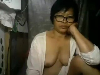 Mature Filipina On cam