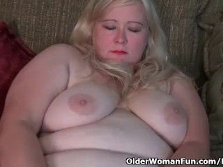 Yankee plus-size strokes satisfies her thirsty muff