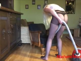 Vacuumaproposg horde apropos pantyhose