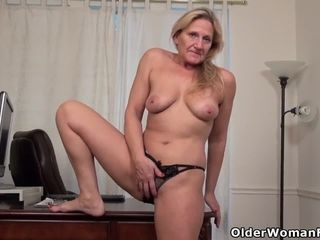 American milf Mary Wana strips withdraw plus plays up ahead withdrawice