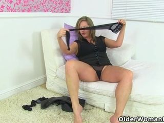 English cougar Eva May fuck sticks her clean-shaven fanny