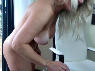 Inexperienced sexydea showcasing titties on live web cam