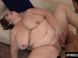 Mature plus-size chick Lynn displays a youthfull boy What meaty boinking Is All About