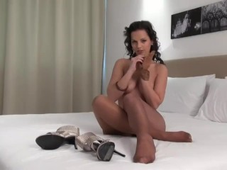 Eve Angel taunting in glistening tights