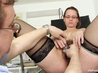 Steamy plump cougar gynecology check-up fetish