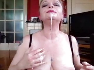 Cougar frigging her own mouth