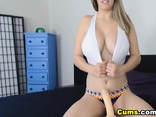 Huge-chested wifey plays with her giant globes