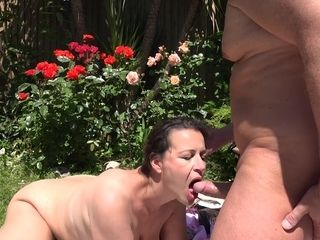 amateur chubby mommy Eva Jayne outdoor sex