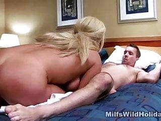 Dick deep throating cougar Roxy plumbed