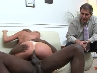 Cuckolding housewife plumbed by ebony impaler