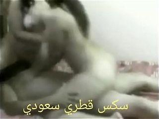 شاب عربي جايب بنتين ينيك فيهم رضاعه ونيك