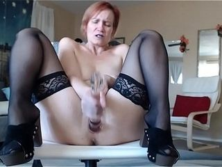 AuroraWillow plys with her vulva in pvt c2c flash
