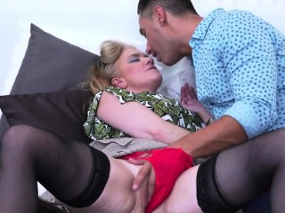 Super-fucking-hot cougar bj and jizz flow