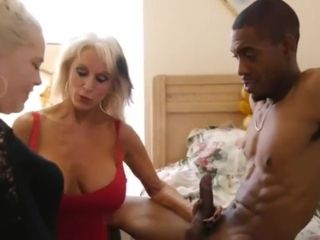 Bimbo Mom shows Her how to handle BBC