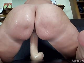 Downcast MILF Squirting here broad in the beam Toys