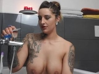 Deutsche insatiable Vicky intim mit DIR in der Badewanne! Point of view und Dirtytalk!