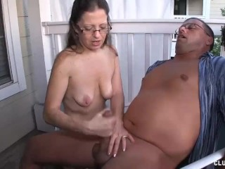 Grown up Milf Offers savage Handjob close to their way mendicant