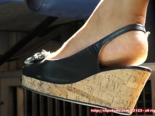 Candid feet and shoes - different woman