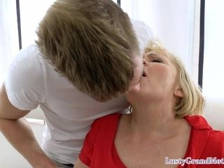Chesty gilf milf finger-banged and pussyfucked
