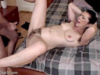 Highly wooly cougar Debra - xxx hook-up vid