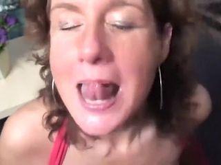 Manuela zuigt en trekt dandyish pikken leeg #2