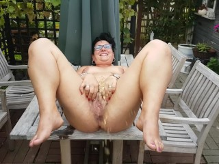 Wifey opend gams broad and urinate whick amuses her