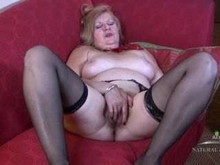 Insatiable GILF Plays With Her elder vag
