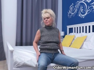 Euro gilf Koko lowers the brush jeans added to rubs the brush pussy