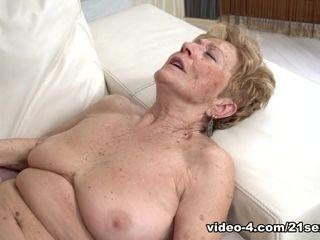 Malya in Granny's gusto - 21Sextreme