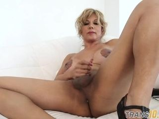 Bodacious trans mature railing ginormous faux-cock