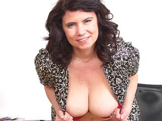 Ample breasted Mature damsel playinbg with her vag