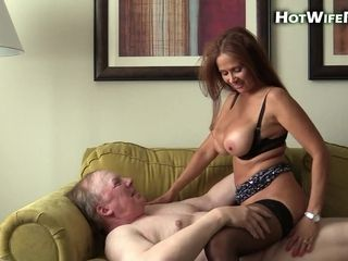 Spunk greedy cougar pulverizes lush senior stud on the sofa