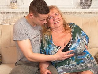 Yam-sized jugged mama playing with her fucktoy stud