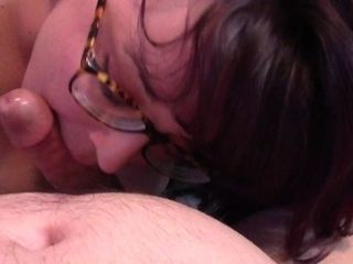 Nerdy nymph gives morning oral pleasure