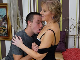 Mature housewife gets ravaged by her toyboy