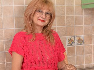 Insane grandma shows red-hot bod and wanks