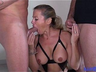 Elle se découvre femme fontaine dans un aim cuckold avec laddie mari ! [Full Video]