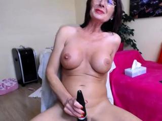 Crude honcho MILF camgirl masturbating primarily webcam