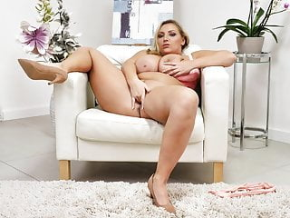 29yo. Good-sized titted Czech mummy toying with herself