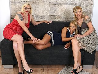 Three old and youthful lesbians go full force on the bed