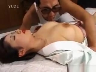 Chinese hotty Gets vagina tongued