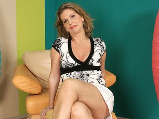 This mischievous housewife goes wet on her stool