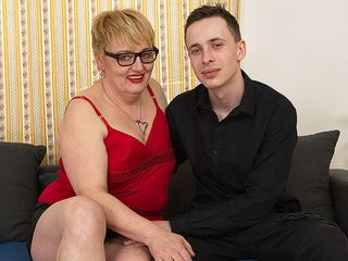 Insane mature doll bj's her toyboy's man meat and gets her coochie thumped