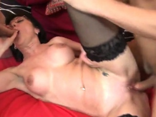 Black-haired cougar three way with jizz flow