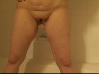My wifey urinating in the bath
