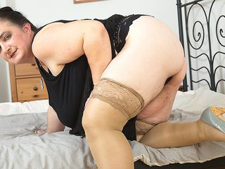 Fat boobed mature plumper toying by herself